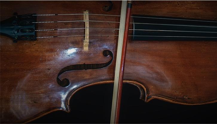 Cordas: violinos, viola e celo