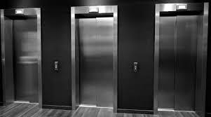Preso no elevador