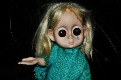 A digital de uma infeliz boneca